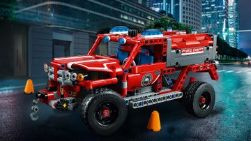LEGO Technic - 42075 First Responder - This red, blue and white SUV has blue warning beacons, roof-mounted spot lamps, working steering and suspension, and wide black rims with chunky tires.