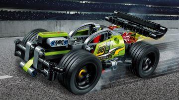 Зеленый гоночный автомобиль