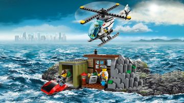 LEGO City crook minifigures hideout – Crooks Island 60131