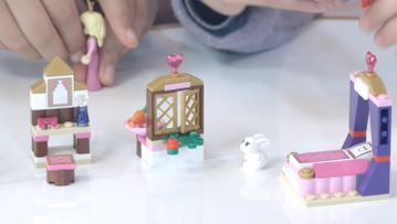 Crea y reconstruye con LEGO® Disney Princess (video): El Dormitorio Real de la Bella Durmiente
