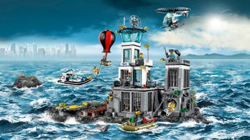 LEGO City Prison Island with minifigures and vehicles – Prison Island 60130