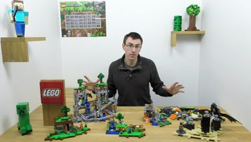Build all LEGO Minecraft sets together