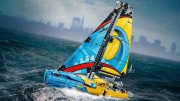 42074 Racing Yacht