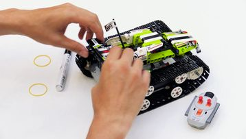 LEGO® Technic Building tips – How to attach a pen to the RC Tracked Racer