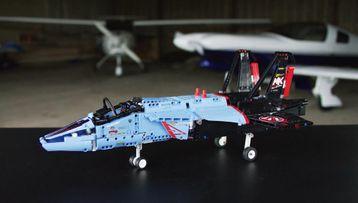 LEGO® Technic Závodní stíhačka