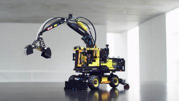 42053 Volvo EW 160E Material Handler