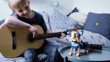 Frankie sings